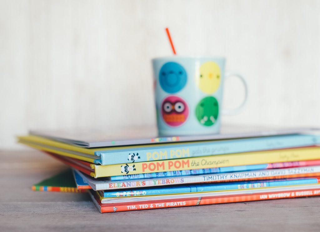 czytanie na dobranoc, czytanie dzieciom, rytuały przed snem, jak położyć dziecko spać
