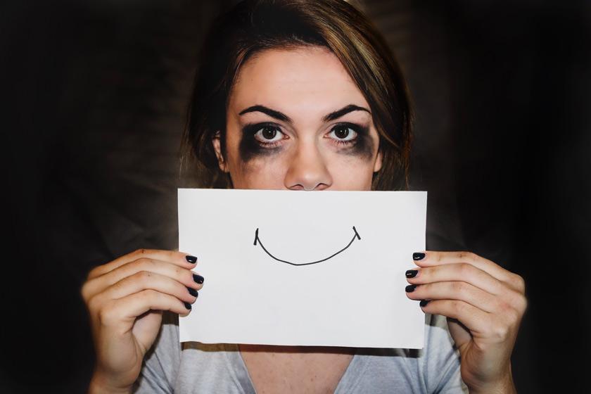 Depresja poporodowa. Czy znasz te objawy i wiesz jak sobie radzić?